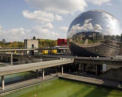 Skleněná koule tzv. Géode v sobě ukrývá IMAX kino