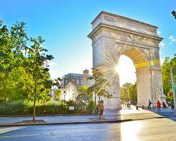 Washingtone Square Park s monumentálním obloukem