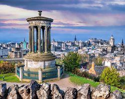 Panorama Edinburghu z vyhlídky Calton Hill