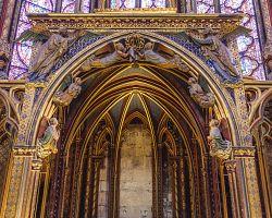 Interiér gotické Svaté kaple v Paříži