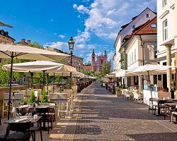 Promenáda kolem řeky v Lublani
