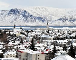 Pohled na zasněžené hlavní město Reykjavik