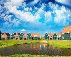 Malebné barevné domečky ve Volendamu