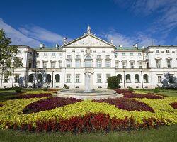 Palác Krasińských je dominantou města