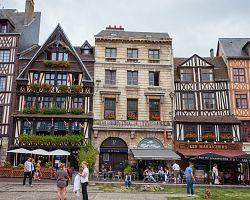 Typické hrázděné domy v Rouenu