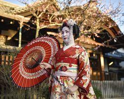 Japonská gejša v ulicích Kjóta