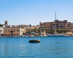 Přístav Brindisi v Apulii