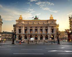 Impozantní budova pařížské Opery