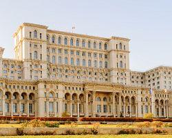 Ohromný Palác parlamentu v Bukurešti