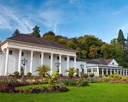 Slavné kasino Kurhaus v Baden-Badenu