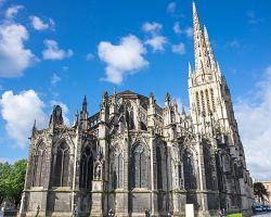 Impozantní gotická katedrála Saint-André