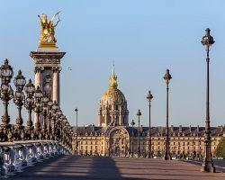 Most Alexandra III. a budova Invalidovny