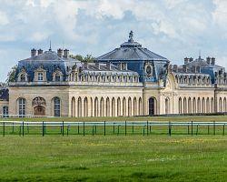 Královské stáje patřící k zámku Chantilly