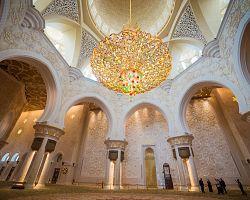 Interiér mešity bin Zayeda v Abú Dhabí