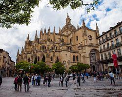 Impozantní gotická katedrála v Segovii