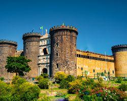 Středověky hrad Castel Nuovo