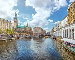 Hamburkem protéká řeka Labe
