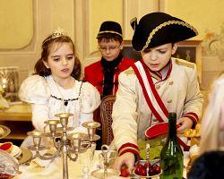 Děti ve starodávných kostýmech