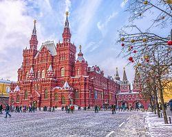 Pohled na sněhem poprášené Rudé náměstí