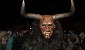 Hrozivé masky čertů v Retzu