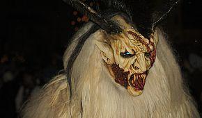 Strašidelné dřevěné masky