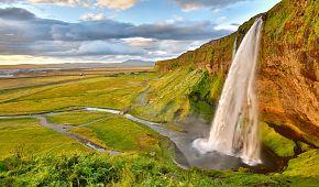 Kouzelný vodopád Seljalandsfoss