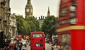 Tradiční doubledeckery v Londýně