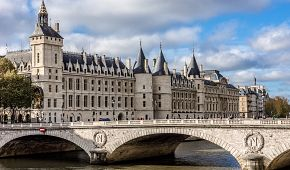 Budova Justičního paláce v Paříži