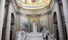 Majestátní interiéry francouzského národího památníku Pantheon