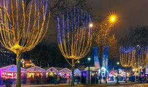 Vánočně vyzdobený bulvár Champs Elysées