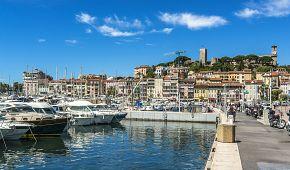 Přístav a pozůstatky historického jádra Cannes