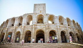 Zachovalá aréna v městečku Arles