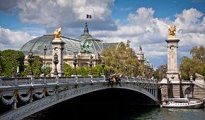 Most Alexandra III. a Grand Palais v pozadí
