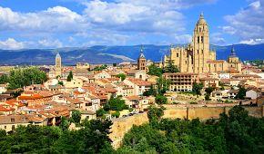 Katedrála v Segovii a středověké hradby