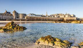 Bretaňské přístavní městečko Saint-Malo