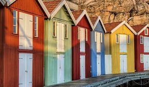Barevné rybářské domky ve vesnici Smogen