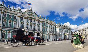 Zimní palác je v současnosti sídlem galerie Ermitáž