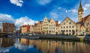 Středověké domy na břehu kanálu v Gentu