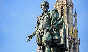 Socha slavného malíře Rubense v jeho rodném městě