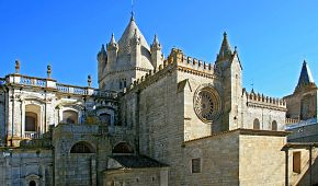 Katedrála Santa Maria v Evoře