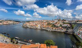 Pohled na Porto s mostem Ludvíka I přes řeku Douro
