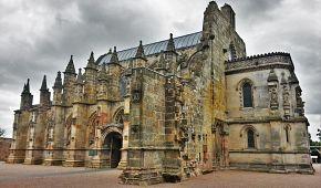 Rosslynská kaple známá z románu Šifra mistra Leonarda