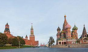 Dvě dominanty Rudého náměstí - chrám Vasila Blaženého a Kreml