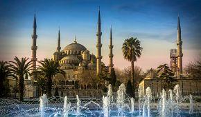 Modrá mešita se šesti minarety