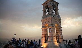 Nejvyšší bod ve městě je pahorek Lykavittos
