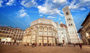 Dominantní katedrála Santa Maria del Fiore na náměstí Piazza del Duomo
