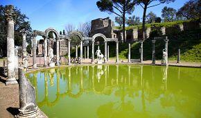 Canopus se sochami římských bohů