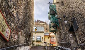 Dřevěné schody v ulicích Québecu