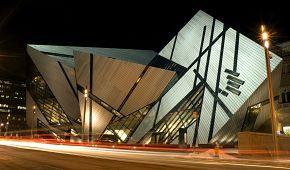 Moderní Royal Ontario Museum v Torontu