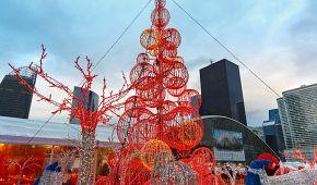 Vánoční dekorace ve čtvrti La Défense